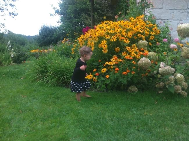 Józia w ogrodzie