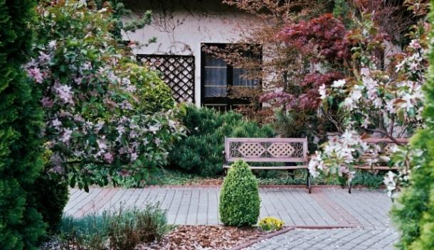 W ogrodzie hotelu Hubertus